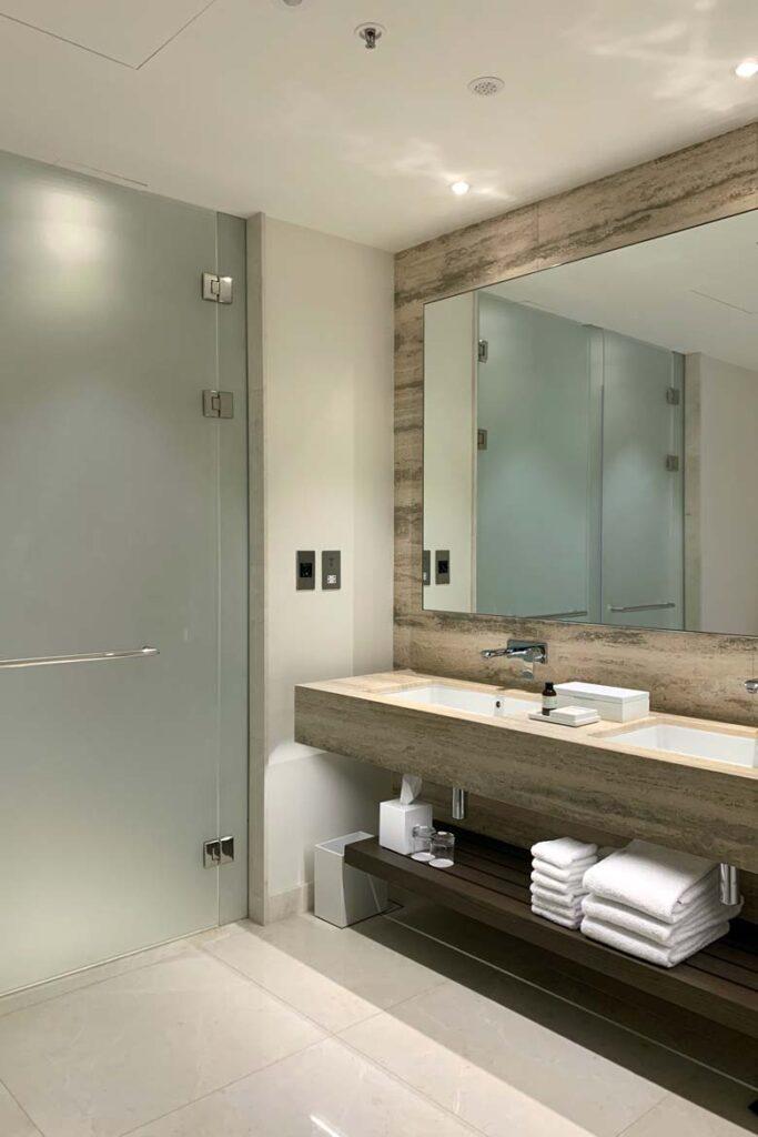 edition abu dhabi suite bathroom